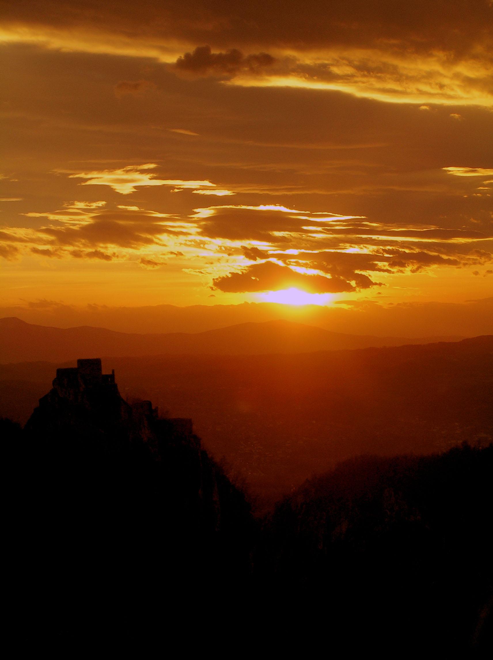 Stari grad i zalazak Sunca