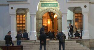 Vjernici u Čaršijskoj džamiji u Tuzli dočekali Ramazanski bajram