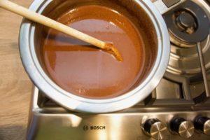 Zakuhajte mloijeko, margarin i čokoladu