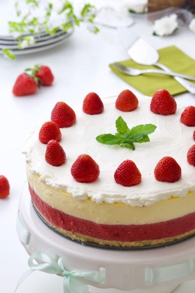 Brza voćna torta sa jagodama i malinama