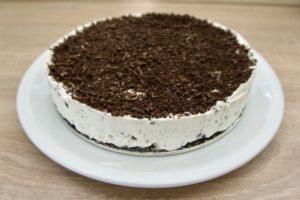 Sa dobro ohlađene torte maknuti obruč