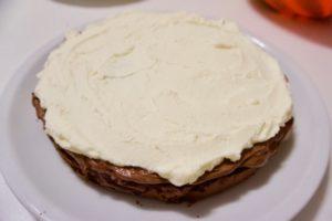 Filanje torte kremom