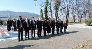 Delegacija Vlade TK povodom obilježavanja  1. marta Dana nezavisnosti BiH, odali počast i položili cvijeće na spomen obilježju na Slanoj Banji